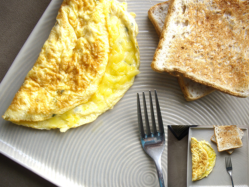 Cheese Omelet with Toast